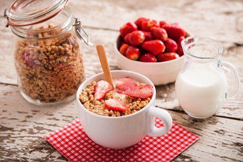 δημητριακα και φραουλες - αποκτήσετε επίπεδο στομάχι