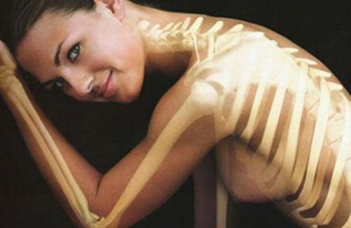 10 απίστευτα οφέλη της κανέλας στην υγεία, οστά