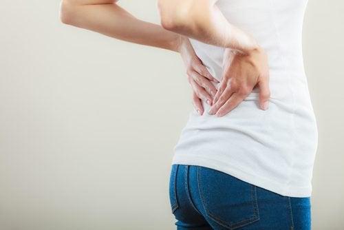 μέση, πόνος- σημάδια του καρκίνου της ουροδόχου κύστης