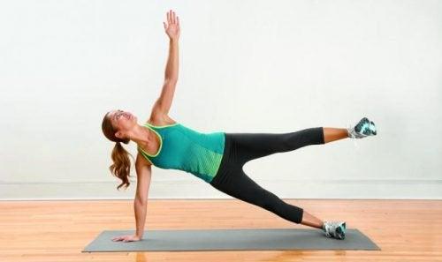 ασκήσεις για τον πόνο στο πόδι - πεταλούδα