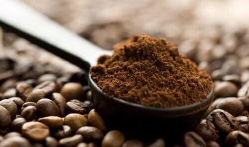 Αντιμετωπίστε το πρόωρο γκριζάρισμα των μαλλιών με αυτές τις 5 φυσικές θεραπείες, καφές