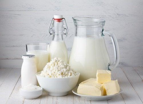 γαλακτοκομικά προϊόντα γάλα βούτυρο, πρήξιμο της κοιλιάς