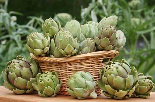 Δοκιμάστε 8 ιδανικές τροφές για να μειώσετε το ουρικό οξύ, αγκινάρες