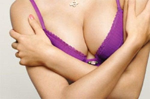 6 κανόνες για να διατηρήσετε το στήθος σας σφιχτό