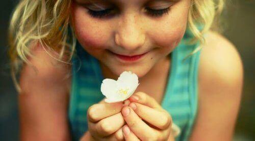 παιδί, το κορίτσι που χαμογελάει