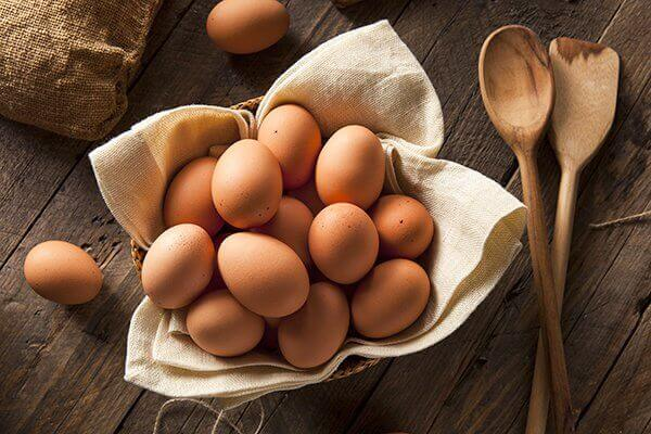 Μπαγιάτικα αβγά - Αβγά σε καλάθι