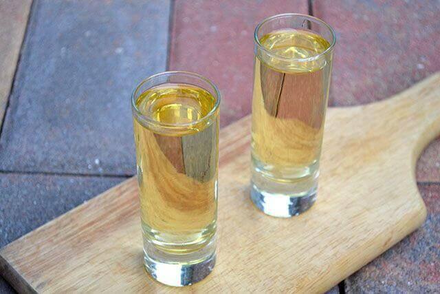 Κρατήστε τις μύγες μακριά - Νερό σε ποτήρια