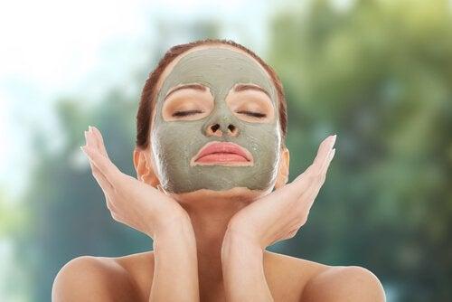 Αποκατάσταση της φυσικής υγρασίας του δέρματος με άργιλο