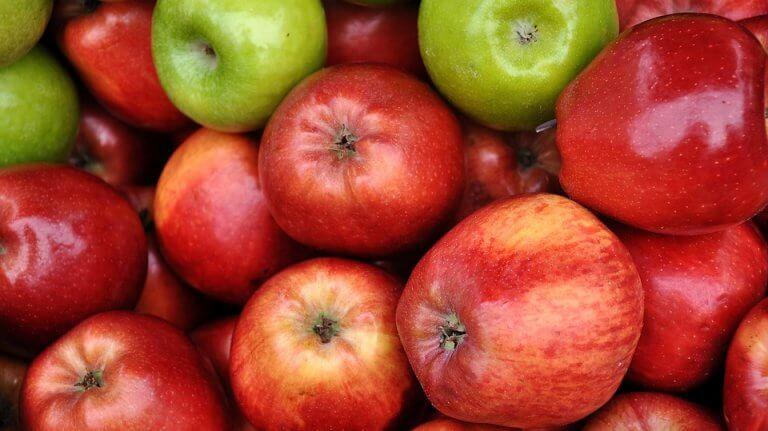Εξάλειψη των μαύρων κύκλων με μήλο