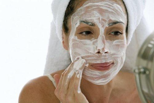Αποκατάσταση της φυσικής υγρασίας του δέρματος με γιαούρτι
