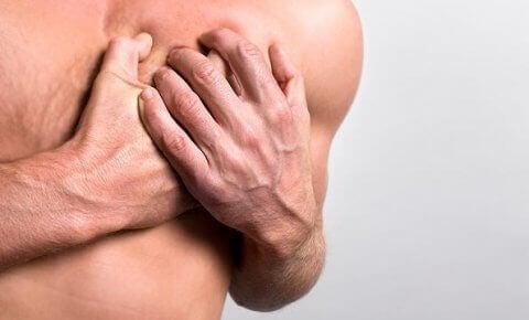 πόνους στο στήθος