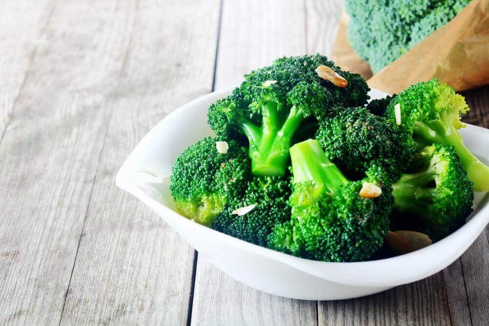 Οι 12 καλύτερες τροφές για να ξεβουλώσετε τις αρτηρίες σας, μπρόκολο