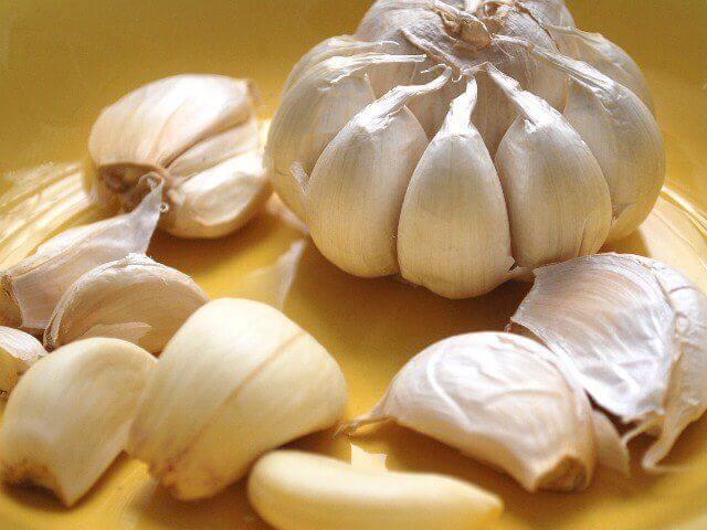 Οι 12 καλύτερες τροφές για να ξεβουλώσετε τις αρτηρίες σας, σκόρδο