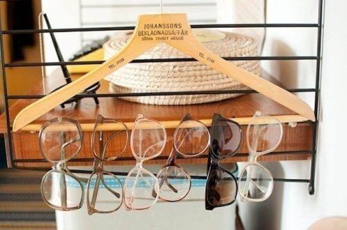 Οργάνωση του σπιτιού, γυαλιά σε κρεμάστρα