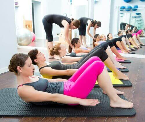 Πέντε υγιεινές ασκήσεις για τον πόνο στα γόνατα, γιόγκα και Pilates