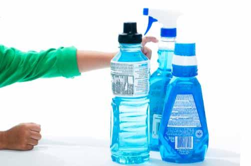 Πλαστικά μπουκάλια με καθαριστικά