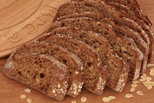 ψωμί ολικής άλεσης σε φετες για την Καταπολέμηση της αναιμίας