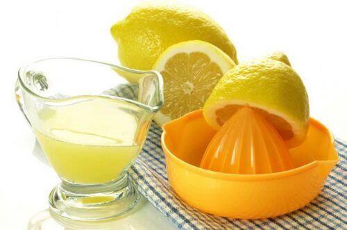 Χυμός λεμονιού για την πλάκα στα δόντια