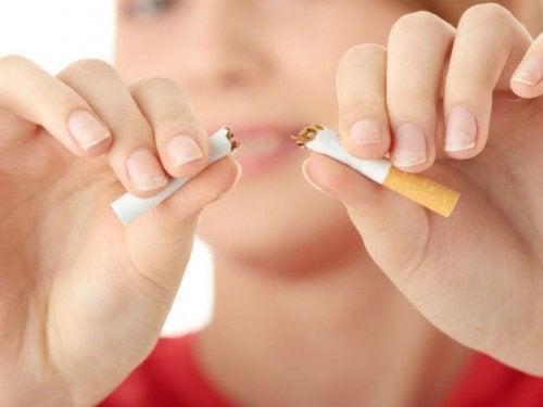 15 ψυχολογικές πρακτικές για να σταματήσετε το κάπνισμα