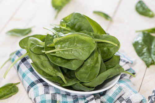 σπανάκι σε φυλλα για την Καταπολέμηση της αναιμίας