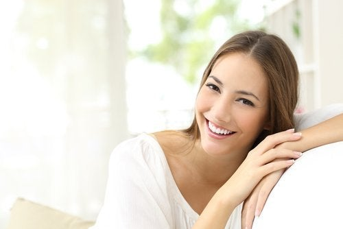 Τέλειο δέρμα - Γυναίκα χαμογελά