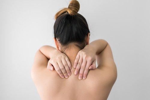 11 συμπτώματα που δείχνουν ανεπάρκεια σε βιταμίνη D, αδυναμία στους μυς