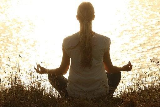 5 υγιεινές συνήθειες για να γίνετε πιο ήρεμοι, διαλογισμός