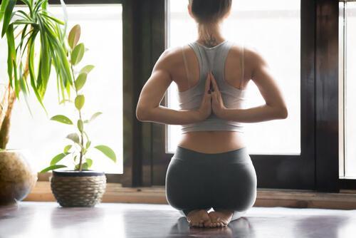 8 ασκήσεις να δυναμώσετε το κάτω μέρος της πλάτης, η στάση του ομιλητή