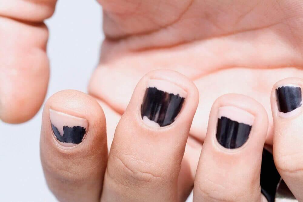 8 λόγοι που είναι εύθραυστα τα νύχια σας, βερνίκι νυχιών