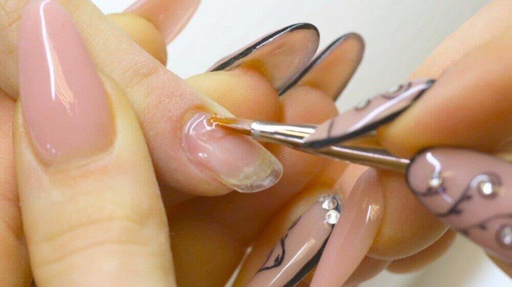 8 λόγοι που είναι εύθραυστα τα νύχια σας, υπερβολική χρήση ζελέ νυχιών