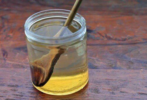 ζεστό νερό με μέλι