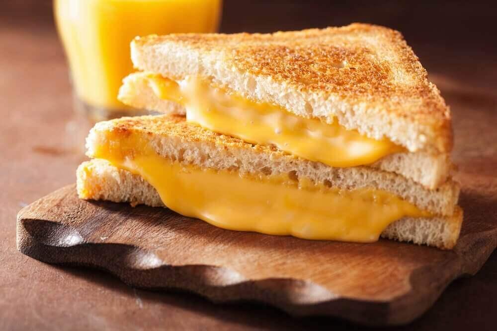 Το αμερικανικό τυρί είναι μία από τις τροφές που βλάπτουν την καρδιά