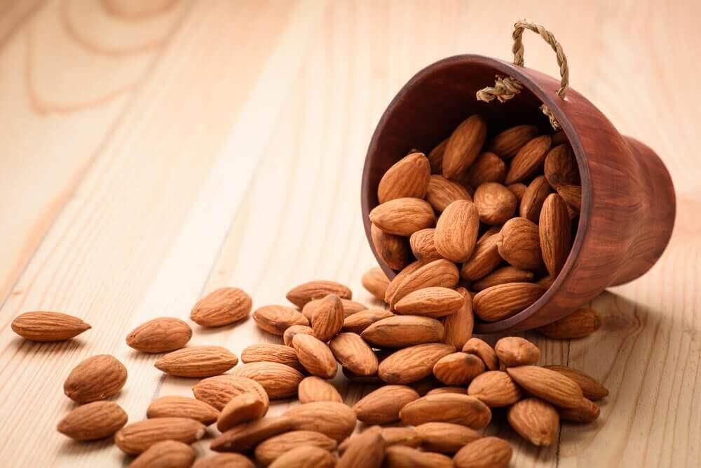 Πώς ωφελείται το σώμα σας από τέσσερα αμύγδαλα κάθε μέρα