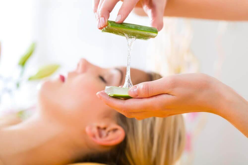 Φυσικό ντεμακιγιάζ - Θεραπεία με ζελέ αλόης
