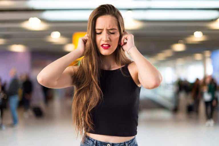 Τι σημαίνει το κουδούνισμα στα αυτιά; Μάθετε εδώ!