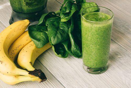 μπανάνες και πρασινο σμούθι για  χαλαρό δέρμα