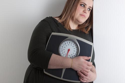 Έχει αποτελέσματα η δίαιτα Ντουκάν στα παχύσαρκα άτομα; Γυναίκα, ζυγαριά