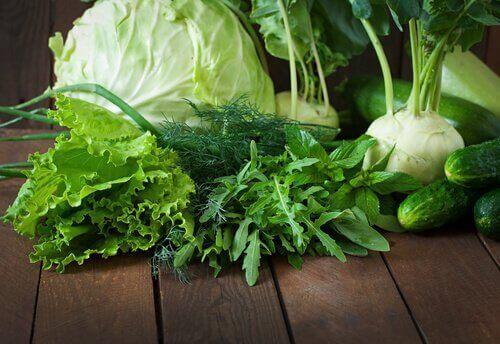 Εβδομαδιαία αποτοξίνωση με χυμό ντομάτας, σκόρδο και κουρκουμά, λαχανικά