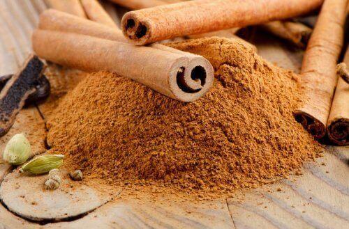Αποβολή των τοξινών - Κανέλα σε σκόνη και ξυλάκια