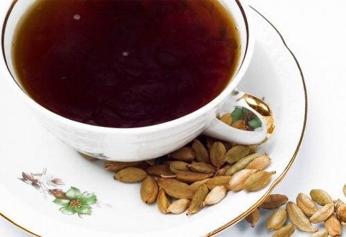 Αποβολή των τοξινών - Καφέ σε φλιτζάνι με κάρδαμο
