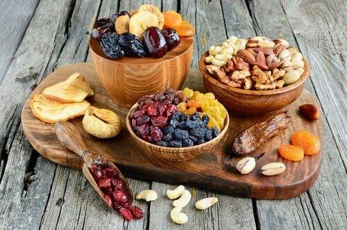 μπολ με ξηρούς καρπούς Πρωινό γεύμα γεμάτο ενέργεια