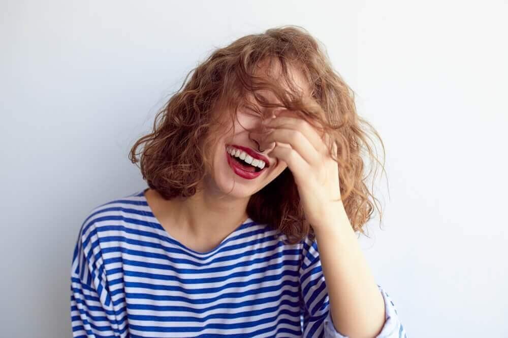 γυναίκα, γέλιο- τον έλεγχο του άγχους