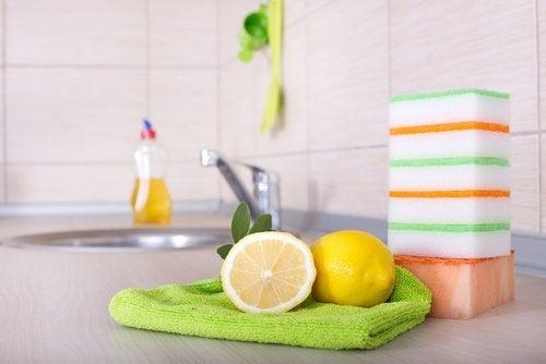 Εκπληκτικές χρήσεις του λεμονιού - Λεμόνια και σφουγγάρια