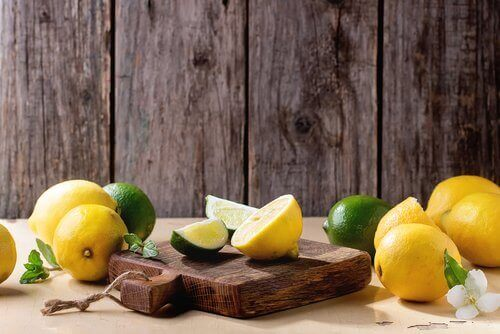 Εκπληκτικές χρήσεις του λεμονιού - Λεμόνια και ξύλο κοπής