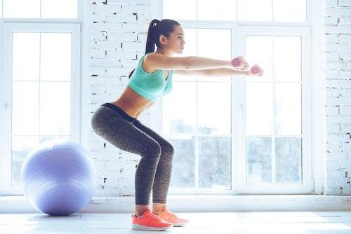 Οι 9 πιο αποτελεσματικές ασκήσεις για σφιχτούς γλουτούς και πόδια, καθίσματα
