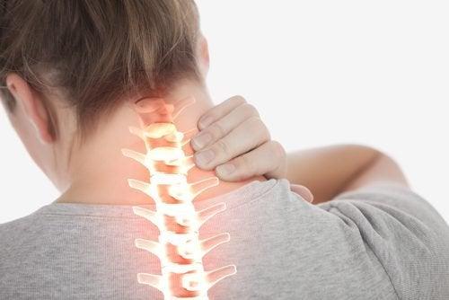 Μειώστε τον πόνο στον αυχένα με αυτές τις 4 απλές ασκήσεις