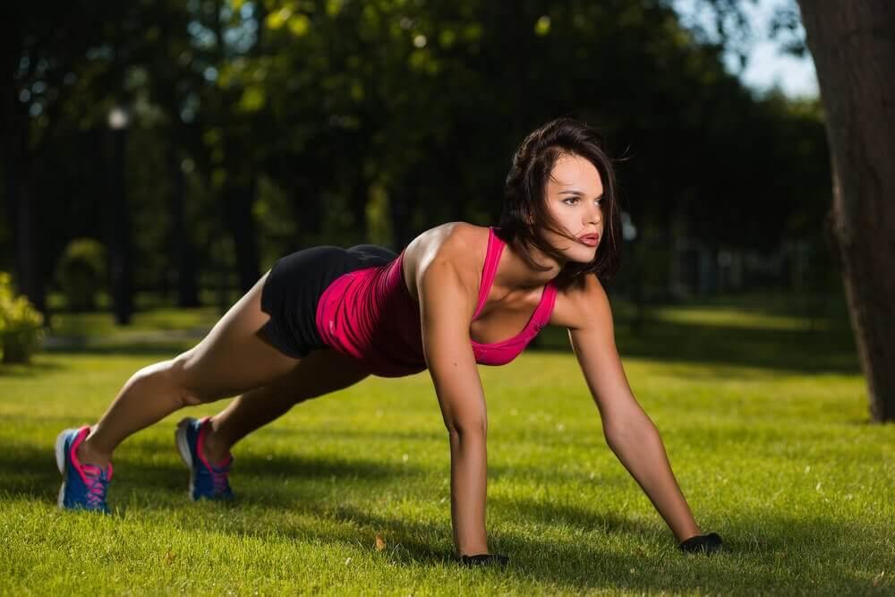 Καύση του λίπους με κάμψεις- Δεκαπεντάλεπτη ρουτίνα ασκήσεων