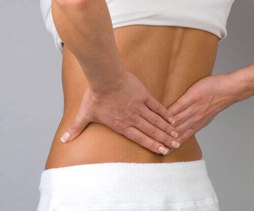 Τέσσερις προτάσεις για ν' ανακουφίσετε τον πόνο στο κάτω μέρος της πλάτης, κήλες