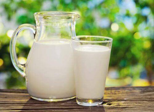 Τέσσερις τροφές που μπορούν ν' αλλάξουν την εμφάνιση του προσώπου σας, γάλα
