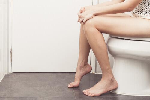 γυναικα σε τουαλετα